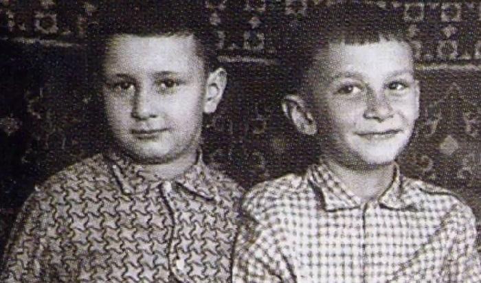 Детское фото Валерия Меладзе с братом Константином.