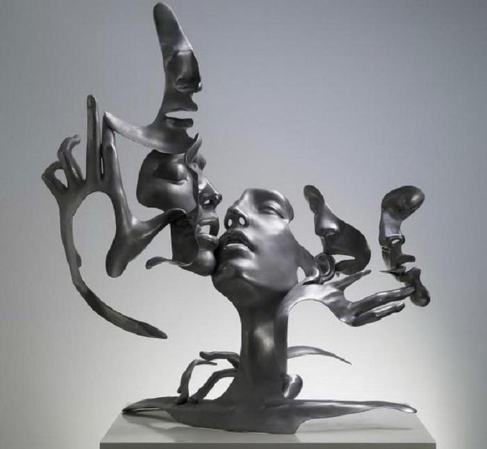 Сюрреализм в стальных скульптурах. Авторы: Лю Чжан, Куанг Чжун и Тан Тяньвэй.