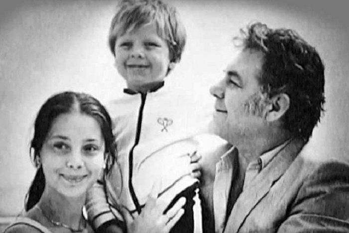Эмиль Владимирович Лотяну с супругой Галиной Беляевой и сыном Эмилем.