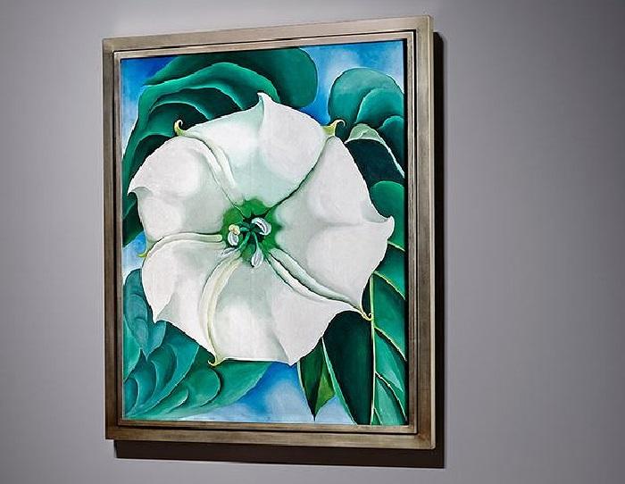 Джорджия О'Кифф. «Дурман» (1932 год), известен также как «Белый цветок №1». (Полотно ушло с молотка на торгах аукционного дома Sotheby's в Нью-Йорке в ноябре 2014 года за $44,4 млн. Оно поставило ценовой рекорд среди произведений искусства, созданных женщинами. Предыдущий рекорд принадлежал американке Джоан Митчелл. Ее абстрактную картину «Без названия» 1960 г. продали на Chrisite's за $11,9 млн в мае 2014 года.  «Дурман» выкупил американский музей — Музей американского искусства Crystal Bridges.