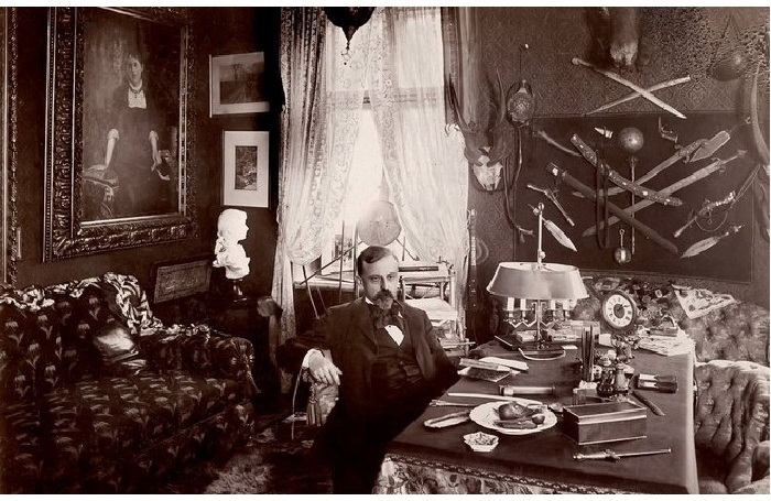 Генрик Сенкевич в столовой.
