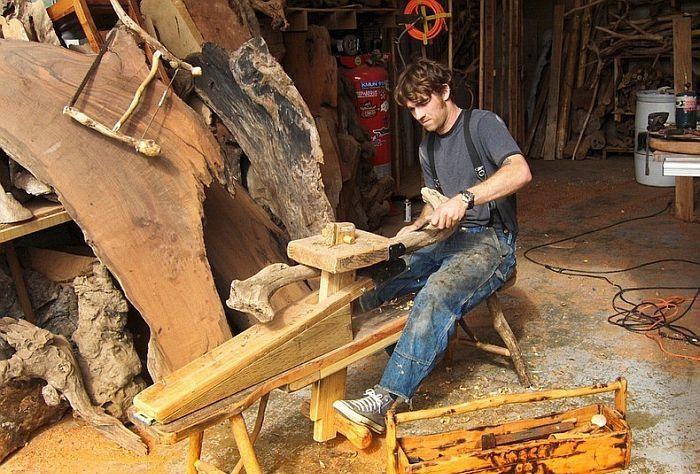 Джеффро Уитто (Jeffro Uitto) - американский скульптор.