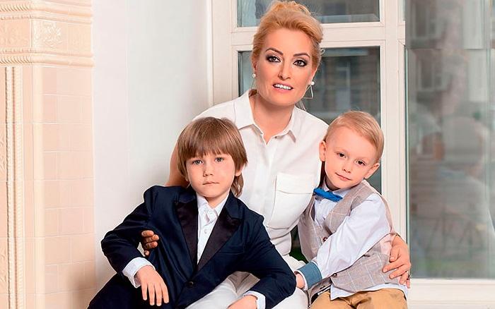 Евгения Ахременко с детьми.
