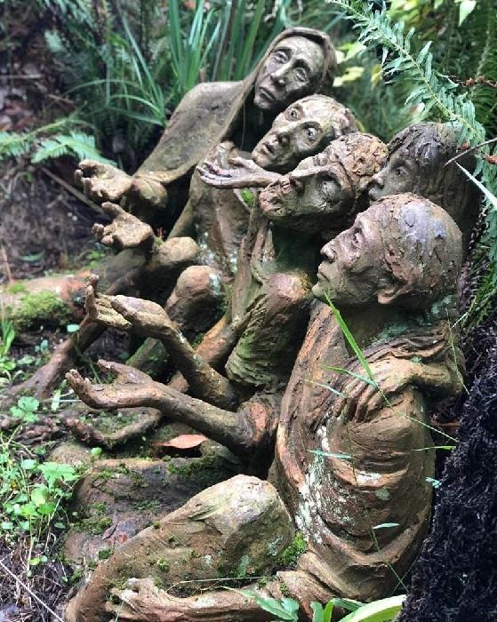 Сказочные скульптуры в саду Бруно Торфса.