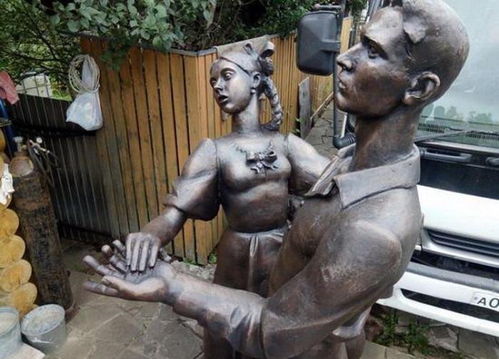 Скульптура «Завтра была война», посвященная выпускникам 1941 года. /В новом варианте/. Сергиев Посад.  Автор: Евгений Антонов.