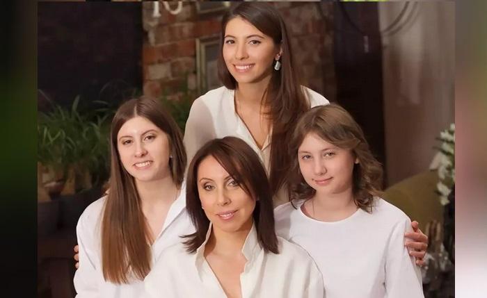 Ирина Меладзе с дочерьми.
