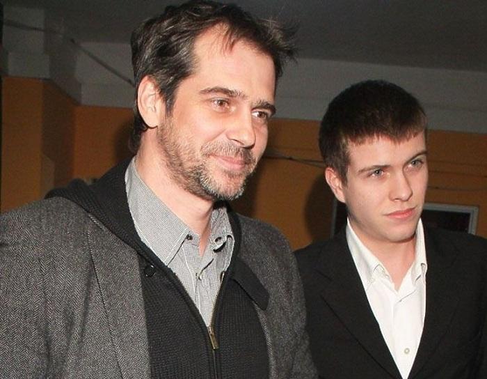 Павел Делонг с сыном.