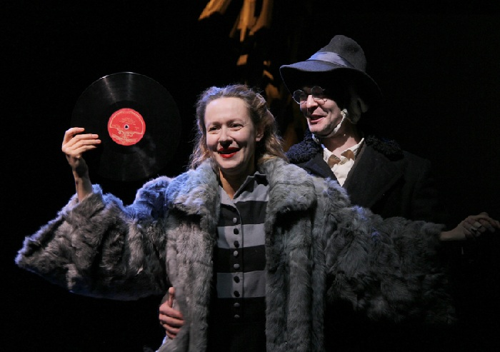 Кадр из спектакля с Евгенией Дмитриевой в главной роли.