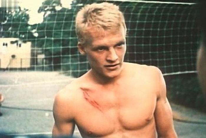 Кадр из кинофильма с участием Алексея Серебрякова «Фанат» (1989).