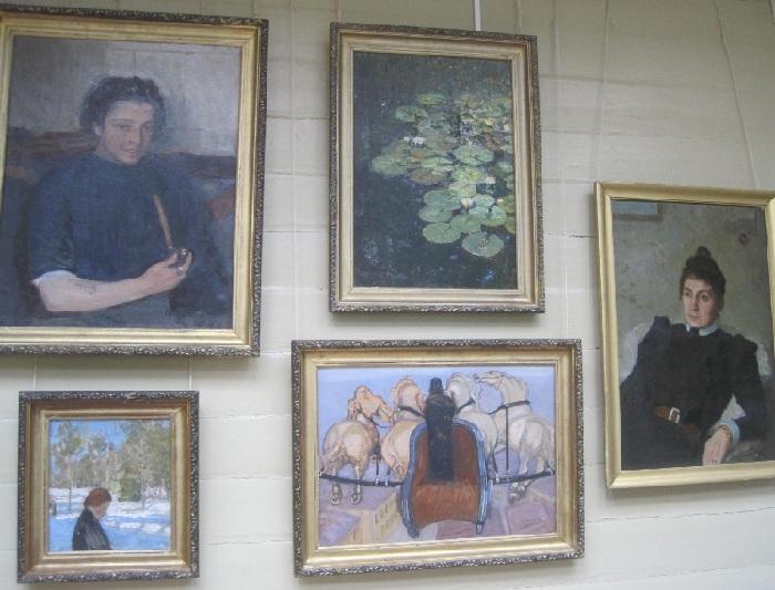 Экспозиция в музее-усадьбе «Пенаты» с работами Юрия Репина