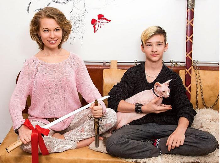 Вероника с сыном Вильямом. | Фото:7days.ru.
