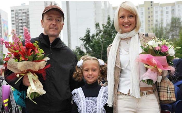 Катя Старшова с родителями.