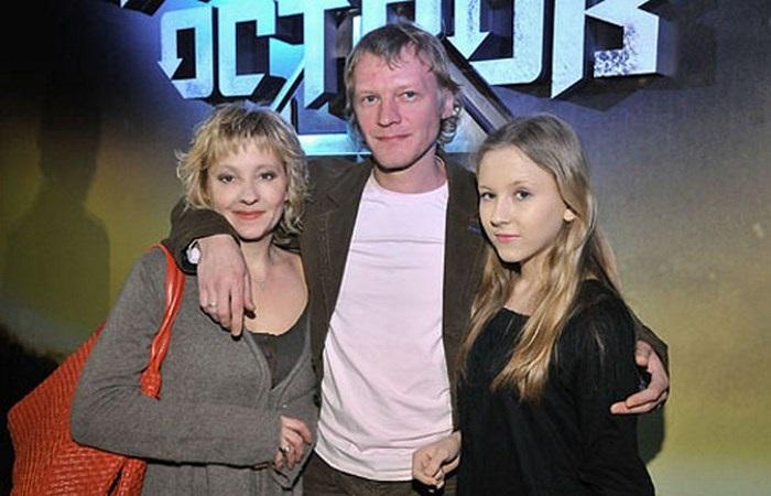 Алексей Серебряков с женой и дочерью Дашей.