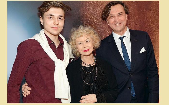 Светлана Немоляева с сыном и внуком Сергеем.