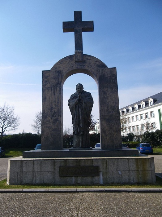 Памятник Папе Римскому Иоанну Павлу II