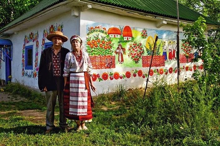 Свое же название этот промысел получил от названия села Петриковка.