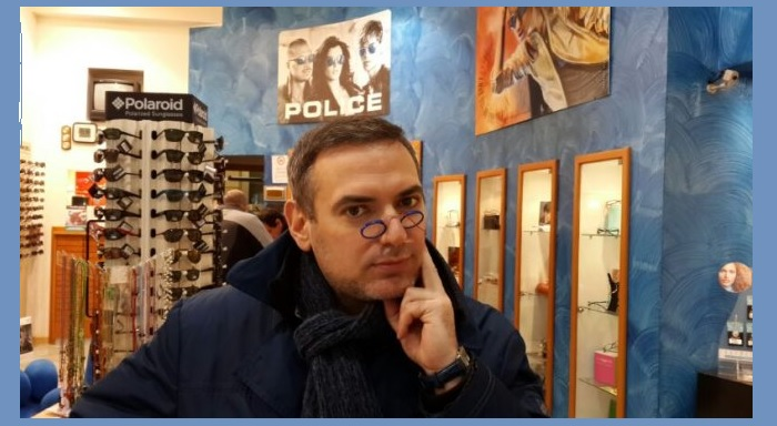 Андрей Попов - питерский художник-карикатурист.