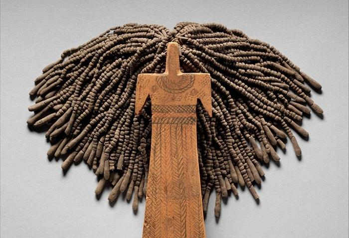 Древнеегипетская обрядовая кукла (около 2100—1700 годы до нашей эры). Глина, дерево, льняная нить.