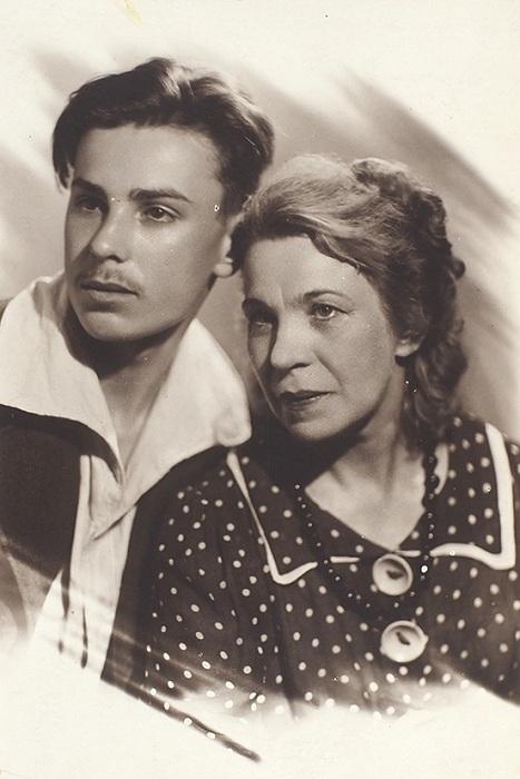 Екатерина Степановна Загорская с сыном Вадимом.