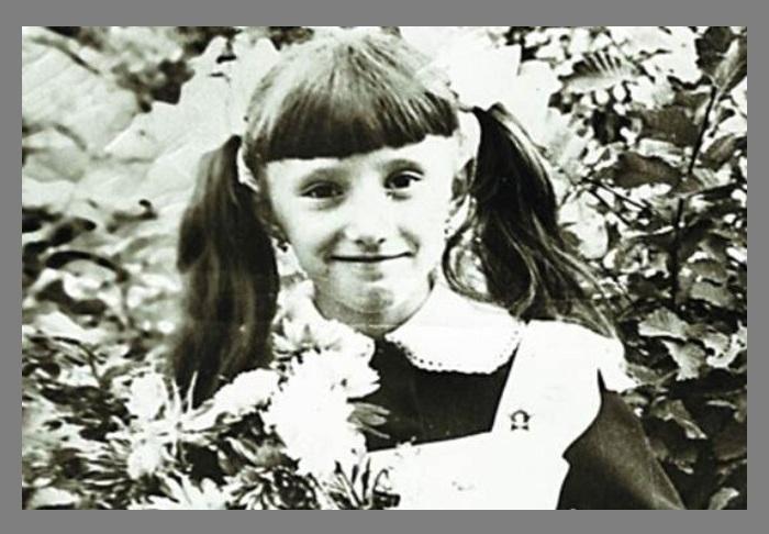 Елена Лебенбаум в школьные годы.