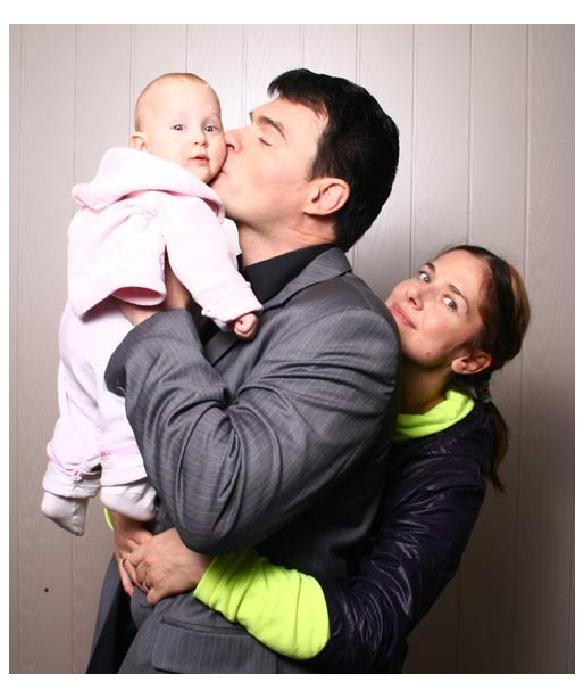 Евгений Дятлов и Юлия Джербинова с дочерью Василисой.