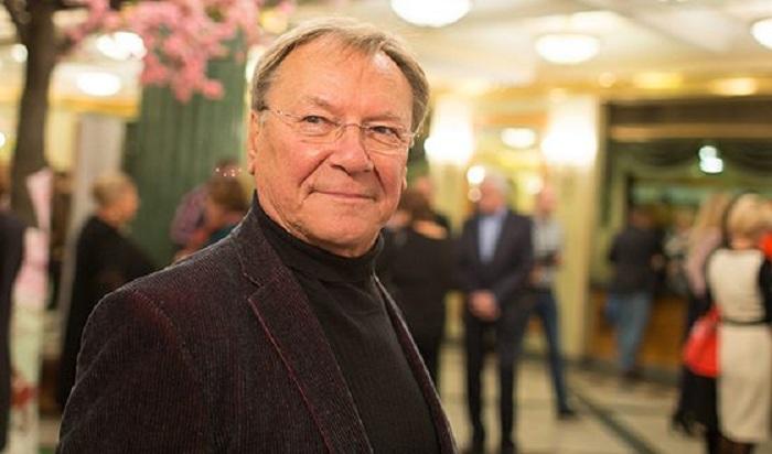 Сергей Каюмович Шакуров -  советский и российский актёр театра и кино, телеведущий.