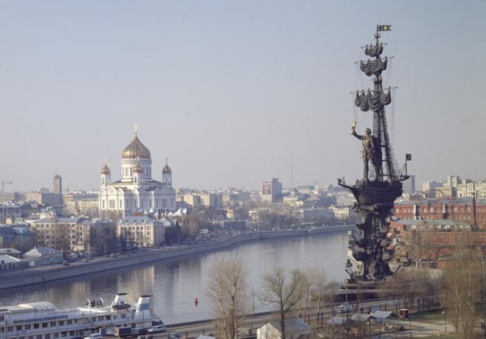Памятник Петру I на Москве-реке. Скульптор: Зураб Церетели.