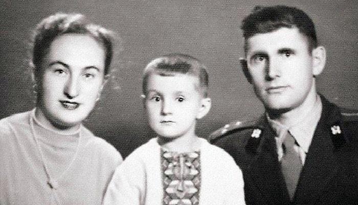 Леонид Ярмольник с родителями.