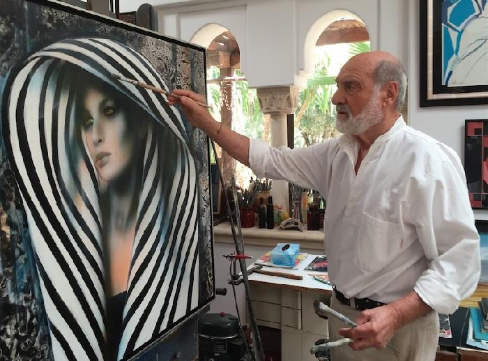 Жан-Батист Валади в своей мастерской за работой. |Фото: beachcomber-hotels.com