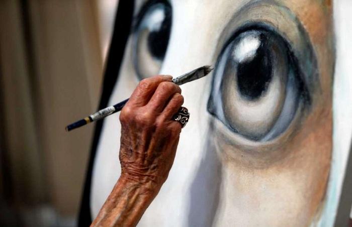 Маргарет Кин  пишет большие глаза. ¦ Фото: artrussian.com