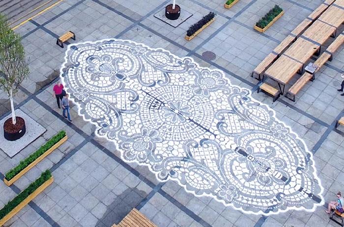 Кружевная «городская ювелирика» от польской художницы НеСпун. | Фото: artmossphere.ru.