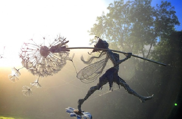 Проволочные скульптуры от Робина Уайта. | Фото: archidea.com.ua.