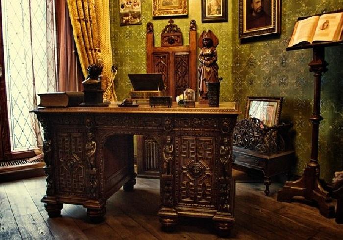 Квартира Никаса Сафронова: кабинет художника.