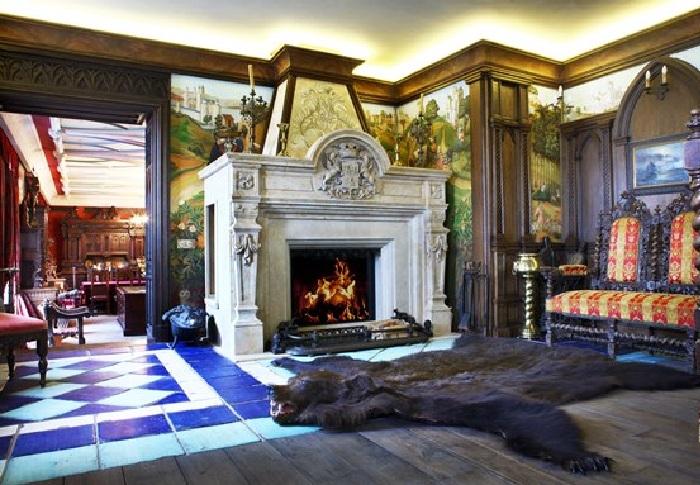 Квартира Никаса Сафронова: комната с камином ( Франция-XVI век).