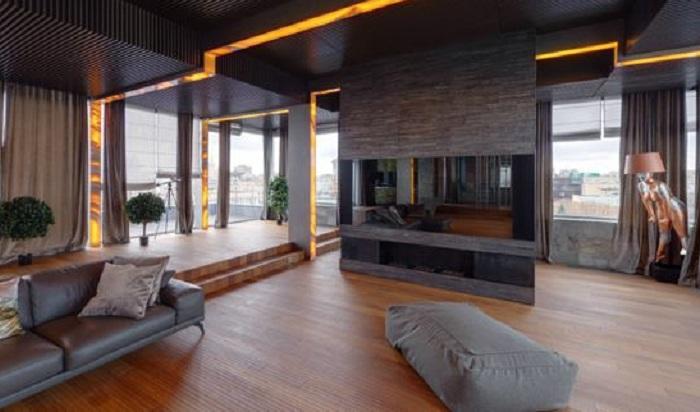 Квартира Никаса Сафронова: комната третьего этажа в стиле конструктивизма.