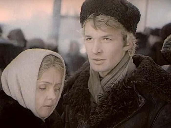 Кадр из киноэпопеи «Вечный зов». Ада Роговцева и Владимир Борисов.