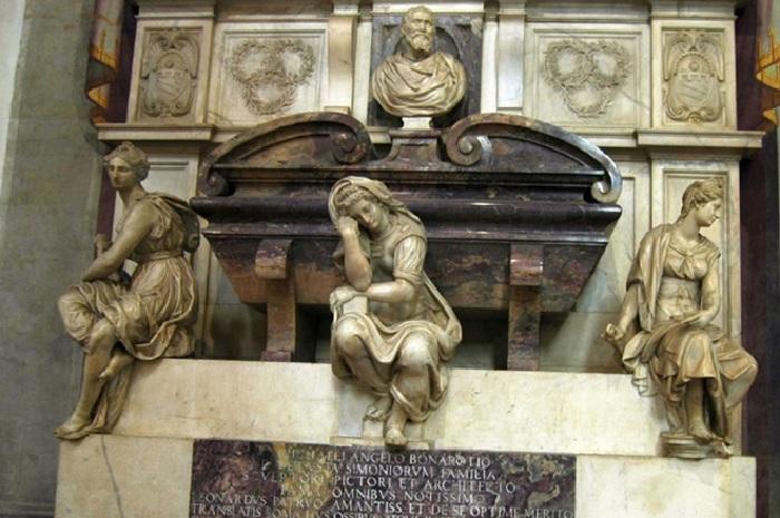 Гробница Буонаротти во Флоренции.