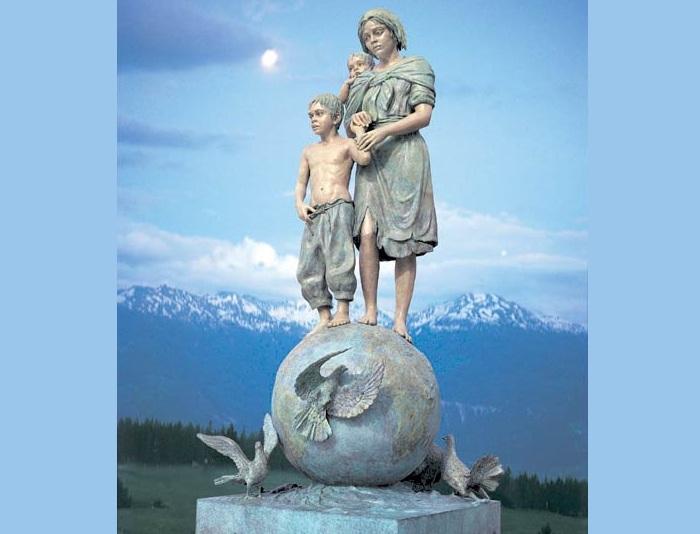5-метровая скульптура Джины Лоллобриджиды. Фото: livejournal.com