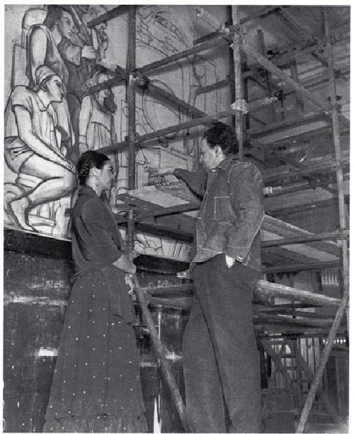 Диего Ривера и Фрида Кало в холле Рокфеллеровского центра. 1933