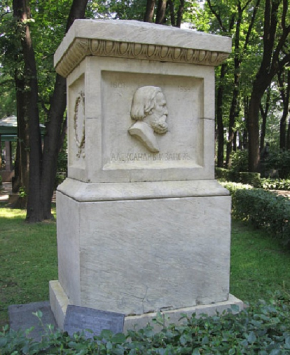 Надгробный памятник А.А. Иванова.