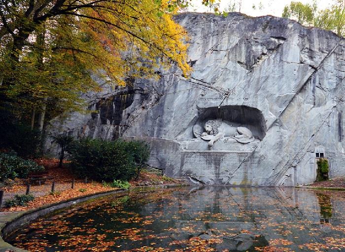 Умирающий лев у озера Люцерн. ¦ Фото: euromapa.net.