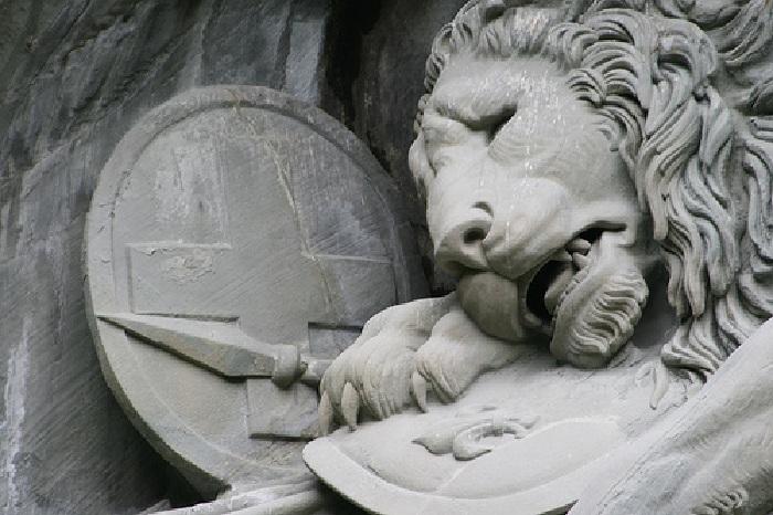 Умирающий лев - символ отваги, доблести и чести. Фрагмент. ¦ Фото: podruga.in.ua