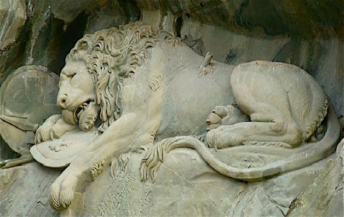Умирающий лев. Макет: Бертель Торвальдсен. Скульптор: Лукас Ахорн. | Фото: podruga.in.ua