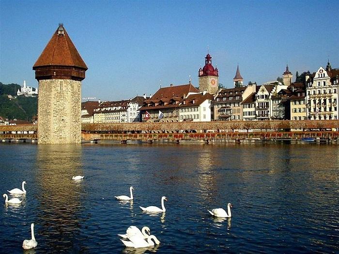 Люцерн - один из самых живописных городов Швейцарии. |Фото: bsivoyage.ru.