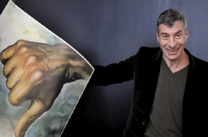 Маурицио Каттелан.