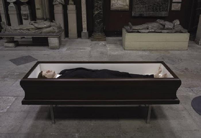 Джон Кеннеди в гробу.