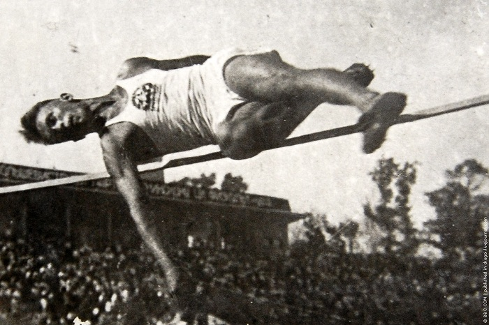 Прыжок рекордсмена Аркадия Гидрата.