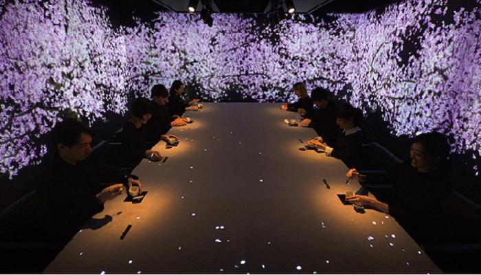 Неизгладимое впечатление  от ужина среди цветущих виртуальных сакур.¦ Фото: mymodernmet.com.