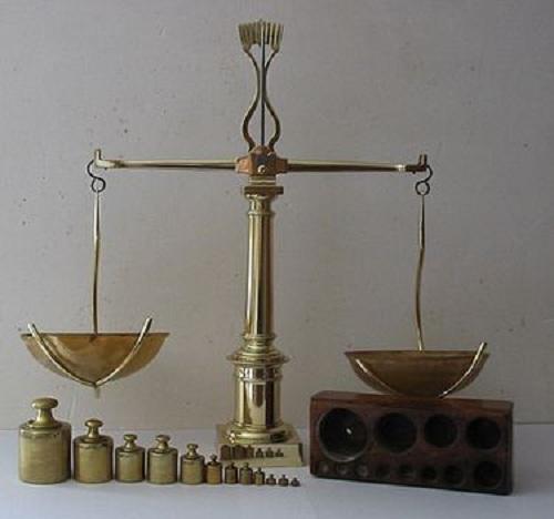 Рычажные весы. | Фото: uk.wikipedia.org.