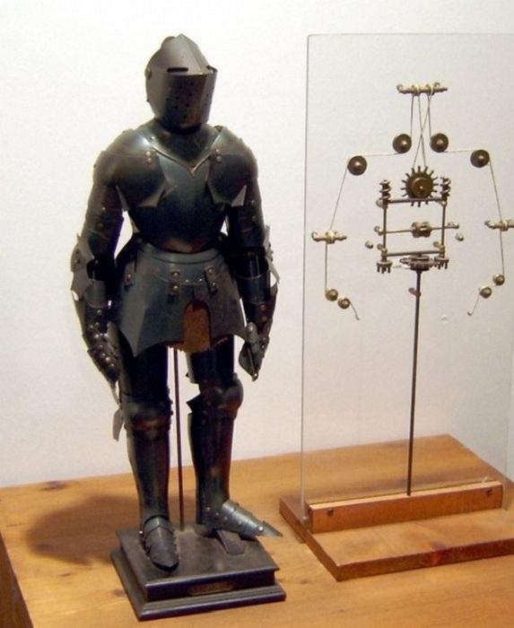 Робот, изготовленный по чертежам Леонардо да Винчи.
